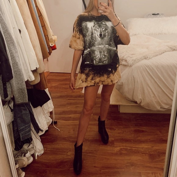 Urban Outfitters Tops - Bleached Vintage Wolf Graphic Tee